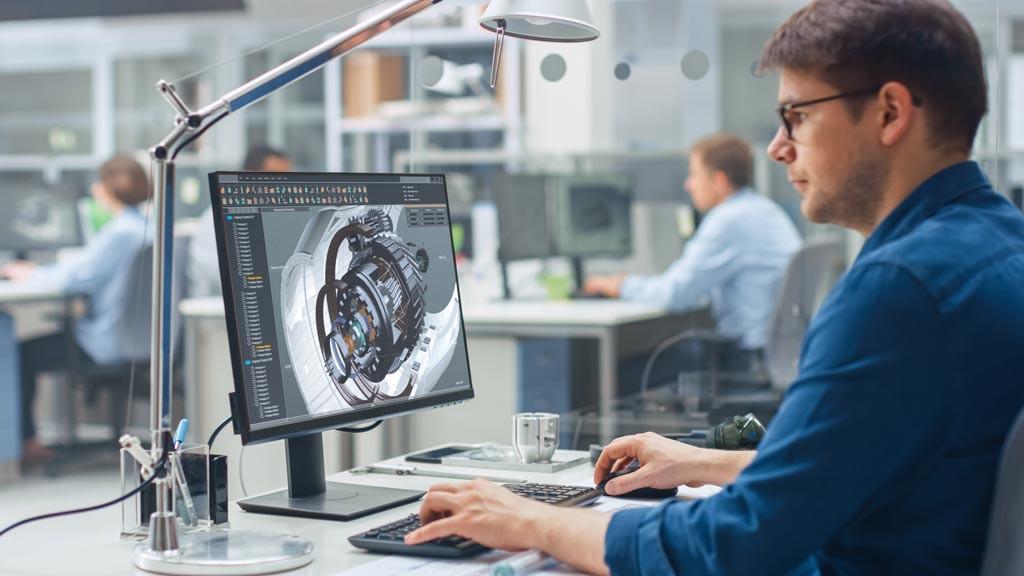 Ein Handhabungstechniker bei der Arbeit mit 3D-Modellen am Computer